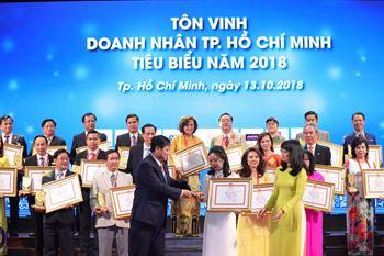 Mời Quý DN xem và tải Hình Lễ trao danh hiệu Doanh nhân, Doanh nghiệp tiêu biểu TP. HCM năm 2018